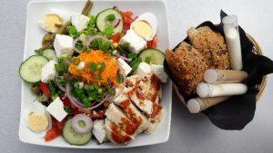Vitamin B in leckerem Salat mit Fleisch