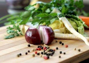 Die Zwiebel – Lebensmittel, Hausmittel und Heilmittel