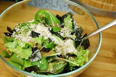 Veganer Amaranth Hanfsamen Salat mit Hanfprotein
